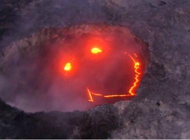 Vulcão entra em erupção e parece 'sorrir' no Havaí