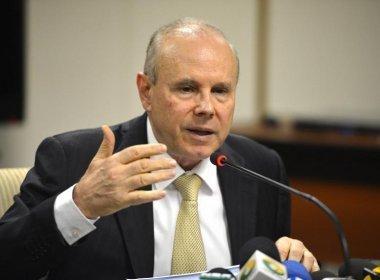 Após ter prisão revogada por Moro, Guido Mantega deixa sede da PF em São Paulo