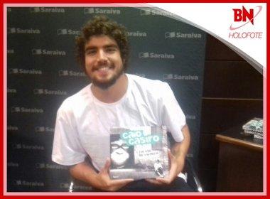Em Salvador para lançar livro, Caio Castro fala: 'Experiência de viver relacionamento a 3'