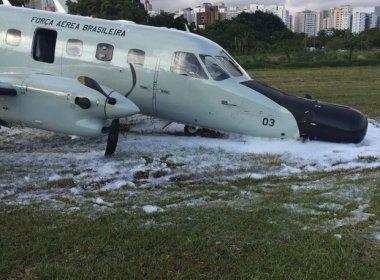 Avião da Força Aérea sofre acidente e cai logo após decolagem em São Paulo