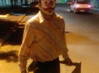 Vestidos de palhaço, dois jovens são presos após aterrorizar pessoas em Juazeiro