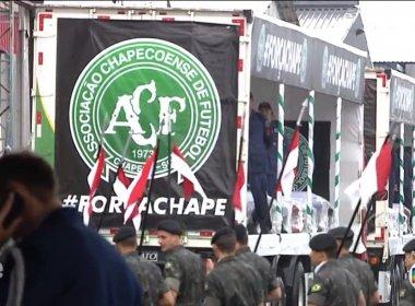Chapecoense: Carretas iniciam cortejo com caixões até Arena Condá