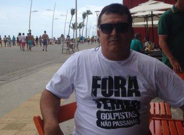 Com 'camisa contra golpistas', economista se surpreende ao não ser interpelado na Barra