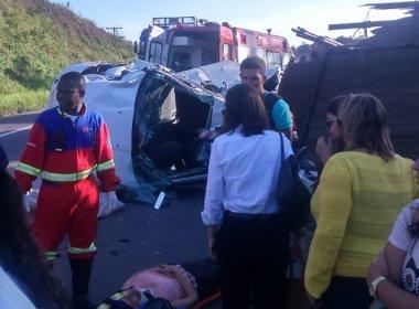 Acidente com caminhão e carro da prefeitura de Mata de São João deixa quatro feridos