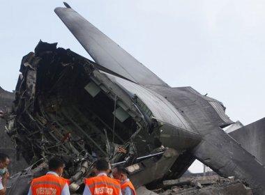 Treze morrem em queda de avião da Força Aérea da Indonésia na Papua