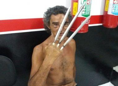 Homem é preso depois de ameaçar policiais com 'garras de Wolverine'