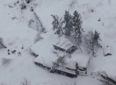 Avalanche deixa ao menos um morto em hotel na Itália