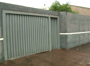 Família encontra outros moradores em sua casa depois de três meses fora da cidade