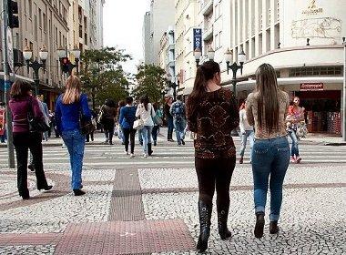 Projeto de lei de Curitiba propõe multa para quem passar cantada nas ruas