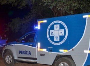 Mulher morre carbonizada após colisão entre Kombi e carro de passeio na BR-101