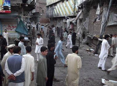 Explosão de carro-bomba deixa 12 mortos e 57 feridos no Paquistão