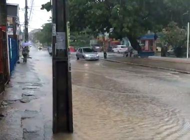 Chuva deixa ruas alagadas e provoca transtornos em Salvador
