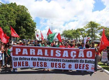 Contra 'desmonte', professores de universidades estaduais fazem paralisação