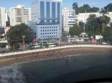 Equipes do Graer resgatam jovem que se afogava próximo ao Farol da Barra