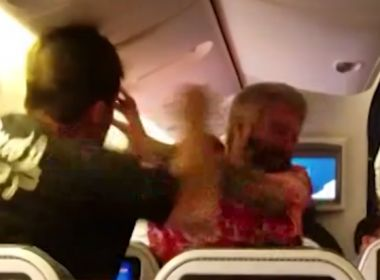 Passageiros trocam socos dentro de avião antes voo para Los Angeles; veja