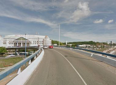 Acesso ao viaduto Raul Seixas será fechado para construção de passarela