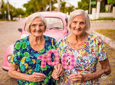 Gêmeas celebram aniversário de 100 anos com ensaio fotográfico