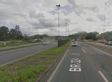 Engavetamento entre sete veículos deixa uma mulher morta na BR-324