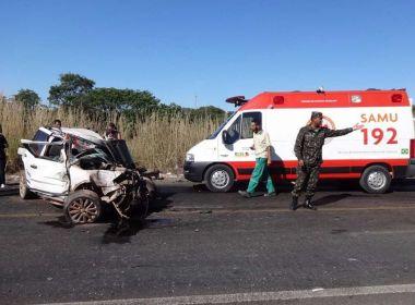Colisão entre carro e carreta deixa um morto e três feridos graves em Catolândia