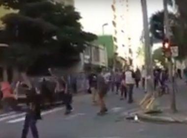 Carro avança sobre skatistas em São Paulo e deixa pelo menos três feridos; veja vídeo