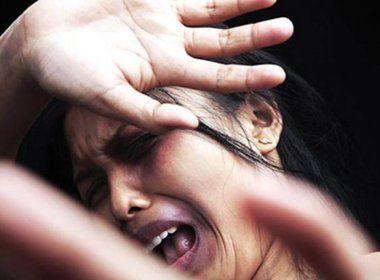 Homem que esfaqueou ex-companheira é condenado por tentativa de feminicídio