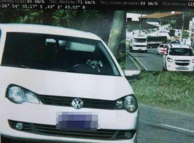 Imagem de radar em Santa Catarina dá impressão que cachorro está dirigindo carro