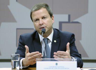 Após Senado salvar Aécio, presidente da OAB diz que políticos devem deixar corporativismo