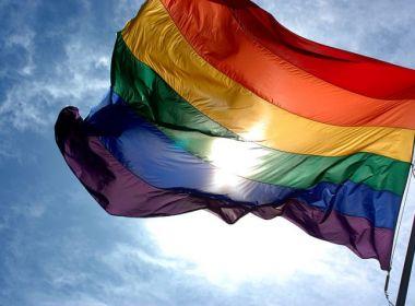 ONG pede fim da 'cura gay' na China; tratamento utiliza hipnoterapia e eletrochoque