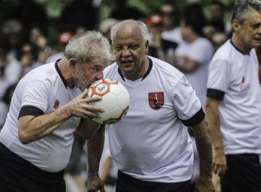 Lula, Chico, intelectuais e militantes inauguram campo de futebol do MST
