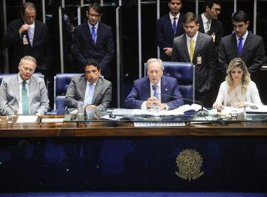 Decisão do Senado acena queda de Dilma