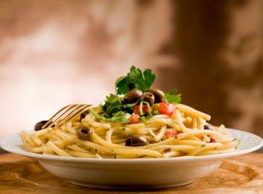 Jantar depois das 19h aumenta riscos cardiovasculares, diz pesquisa