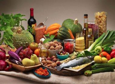 Dieta mediterrânea oferece benefícios ao cérebro de idosos